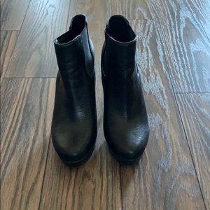 Gianni Bini size 6 black leather platform booties